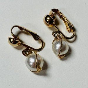 Sarah Coventry Vintage Gold Pearl Clip Earrings